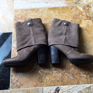 Vince Camuto Chapin NWOT barely tried on
